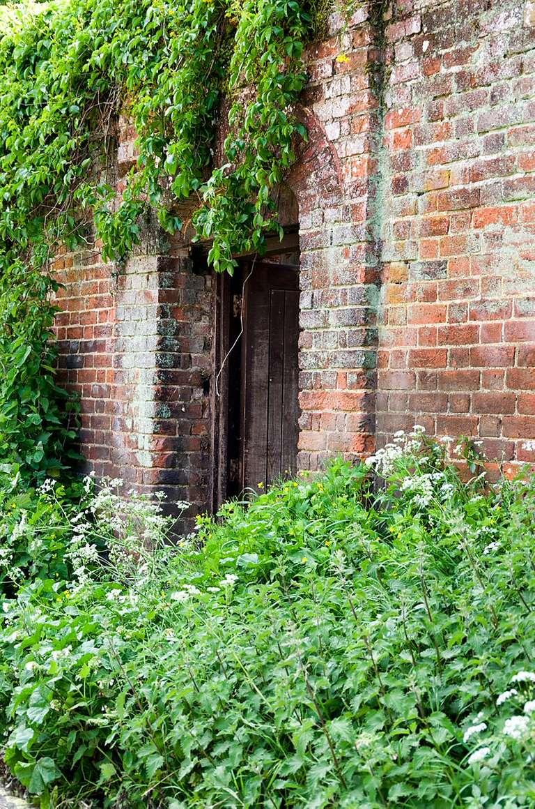 gate in wall